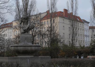PAPPELPLATZ   monument for money