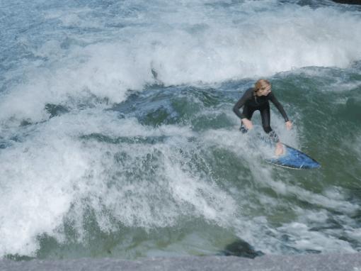 MÜNCHEN EISBACHWELLE | surfing munich